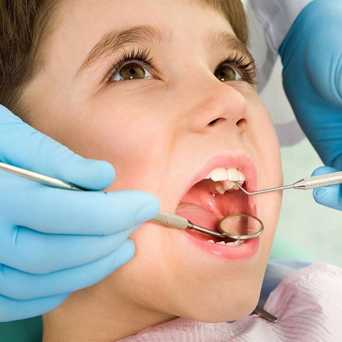 Осмотр и консультация стоматолога