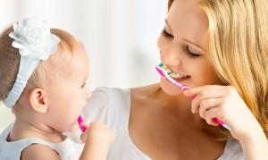 Чистят зубы - отбеливание, уход